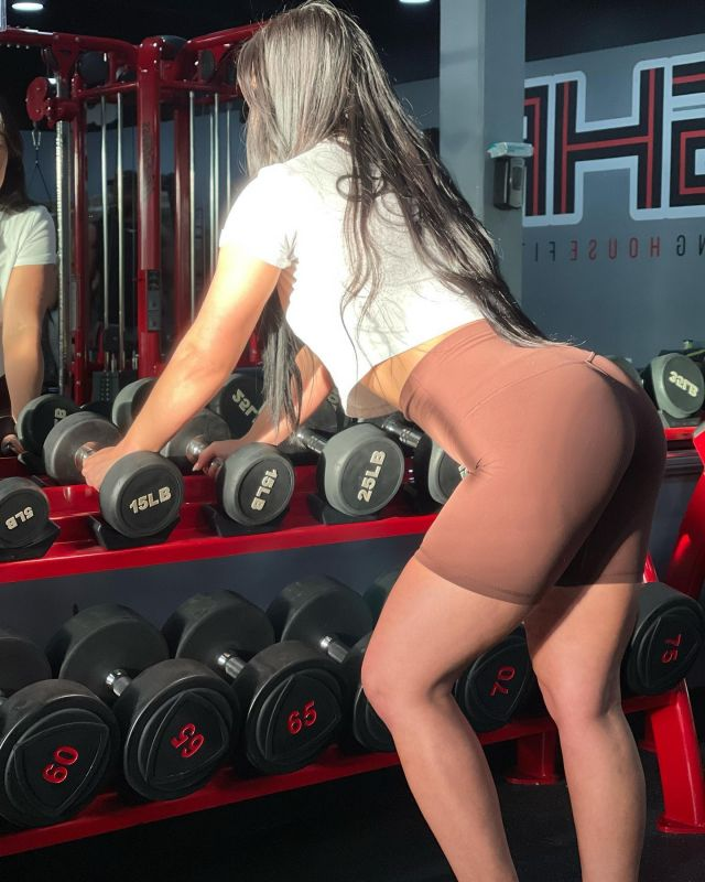 Building glutes takes TIME, PATIENCE, and DEDICATION to eating the right foods to fuel muscle hypertrophy. • You need PROGRESSIVE OVERLOAD - gradual increase of stress on the musculoskeletal system. • The women who have larger glutes are almost always seen doing heavy hip thrusts, deadlifts, and isolated glute movements.  • SLOTS ARE OPENING FOR THE SUMMER. DM ME IF YOU'RE INTERESTED. • 📷: @rach_digangi   #fitspo #fitfam #workoutmotivation #workout #inspiration #motivation #balance #fit #exercise #gym #physique #dedication #fitspiration #healthylifestyle #health #abs #fitgirls #personaltrainer #fibromyalgia #fibro #bodyweight #latrainer #homeworkout #core #HIIT #glutes #gluteworkout